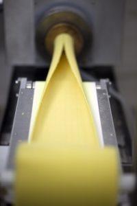 Η Al Dente Fresh Pasta είναι η πρώτη εταιρεία που εδώ και τρία χρόνια έχει φέρει στην Ελλάδα την ιδέα της παραδοσιακής ιταλικής πάστας στην αυθεντική της μορφή, δηλαδή ζυμαρικά νωπής μορφής που παράγονται και διανέμονται καθημερινά χωρίς να υπόκεινται σε διαδικασία ξήρανσης